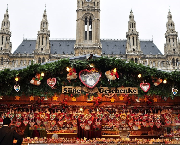 connections_vienna_christmas_side